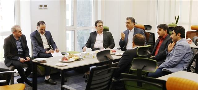 بازدید چند ساعته ی عضو هیئت مدیره و معاون فناوری اطلاعات بانک ملی ایران و هیئت همراه از شرکت داده ورزی سداد